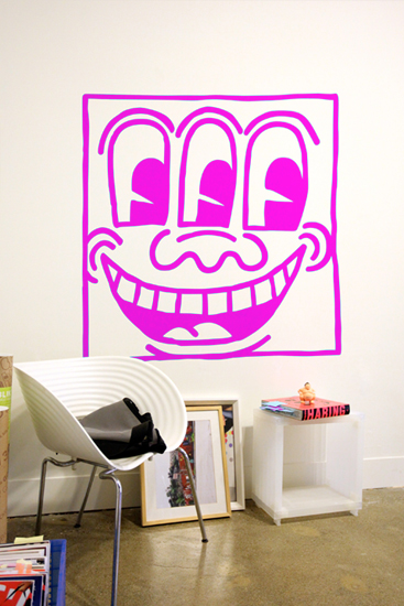 Keith Haring Wall Decals: Untitled Face Magenta Giant Wall Sticker only on Stickboutik.com - 1/3
