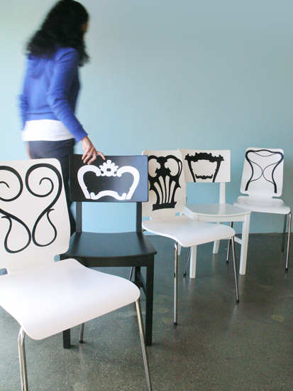 Stickers dos de chaises par  Jan Habraken